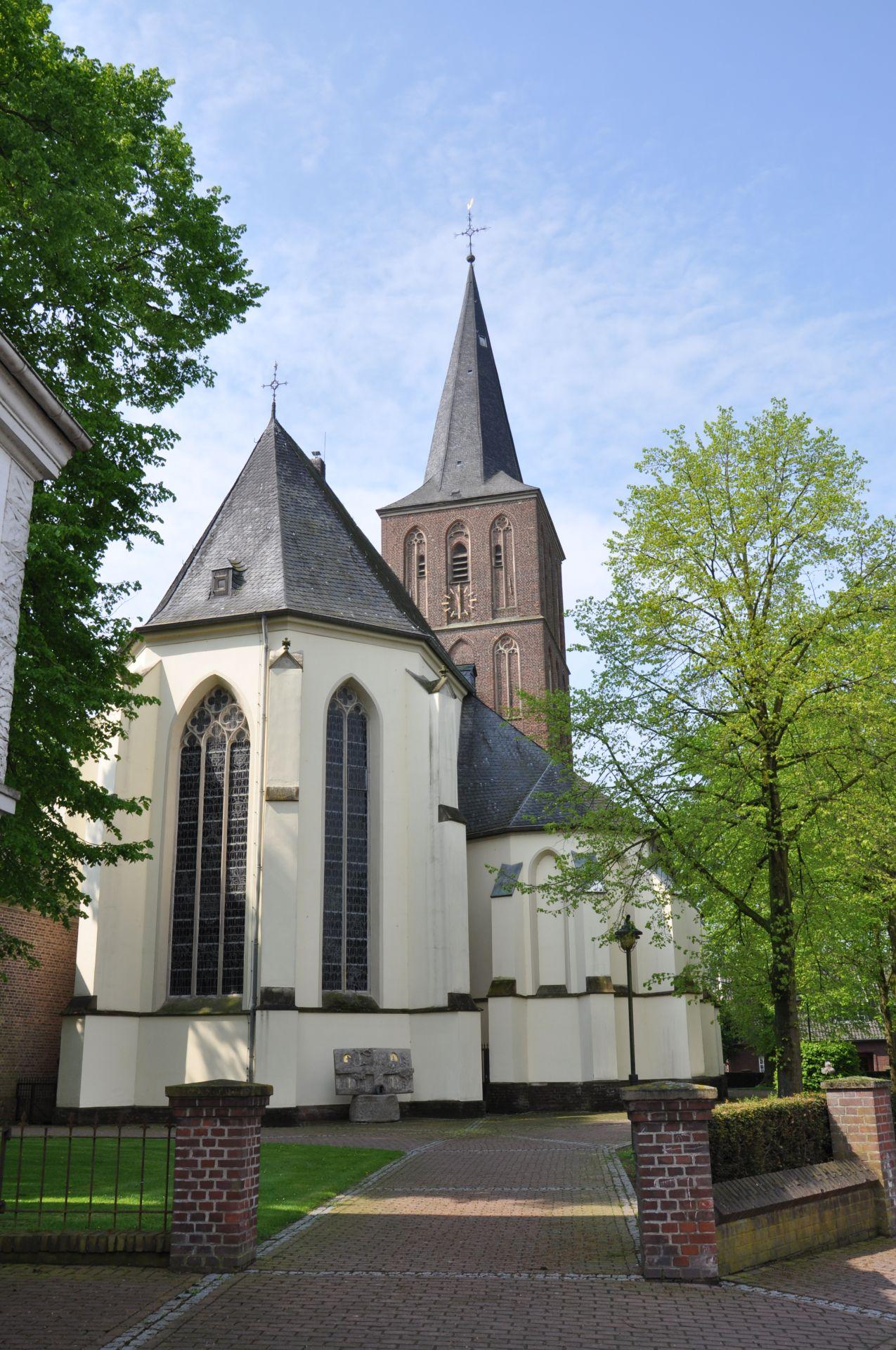 2016_Kirche-Bernhard-Hözel-02